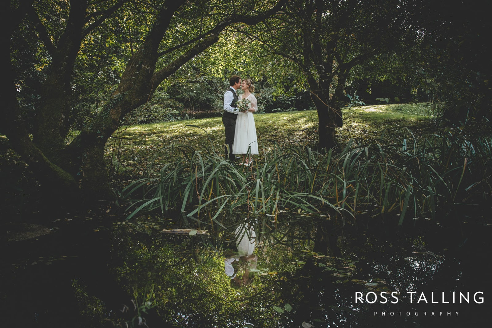 Taster :: Rachel & Tom's Wedding Photography at The Green Cornwall