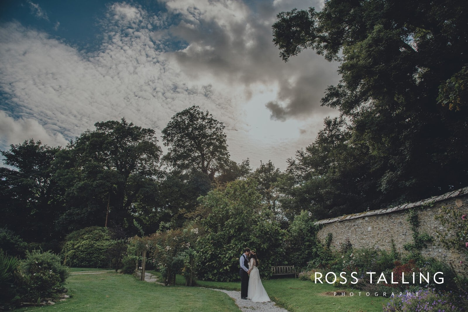 zara-adey-nancarow-farm-wedding-photography-cornwall_0143