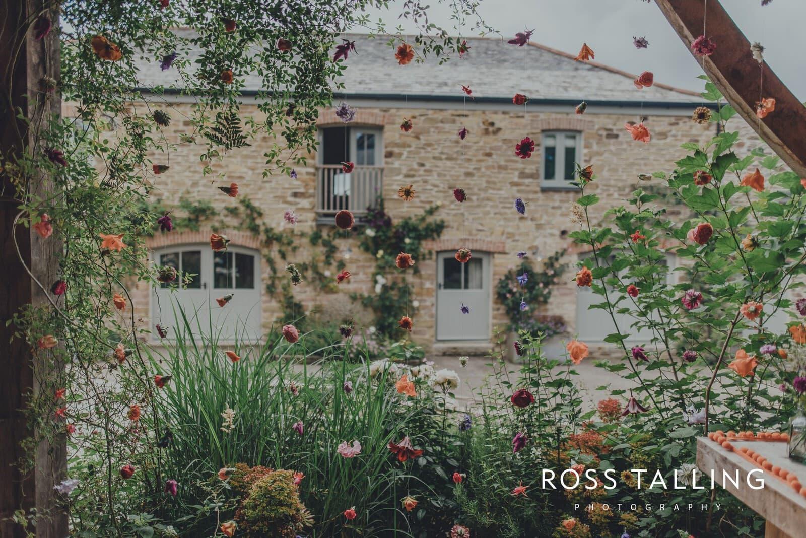 zara-adey-nancarow-farm-wedding-photography-cornwall_0016