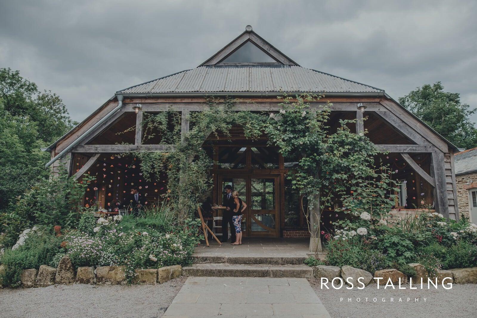 zara-adey-nancarow-farm-wedding-photography-cornwall_0012