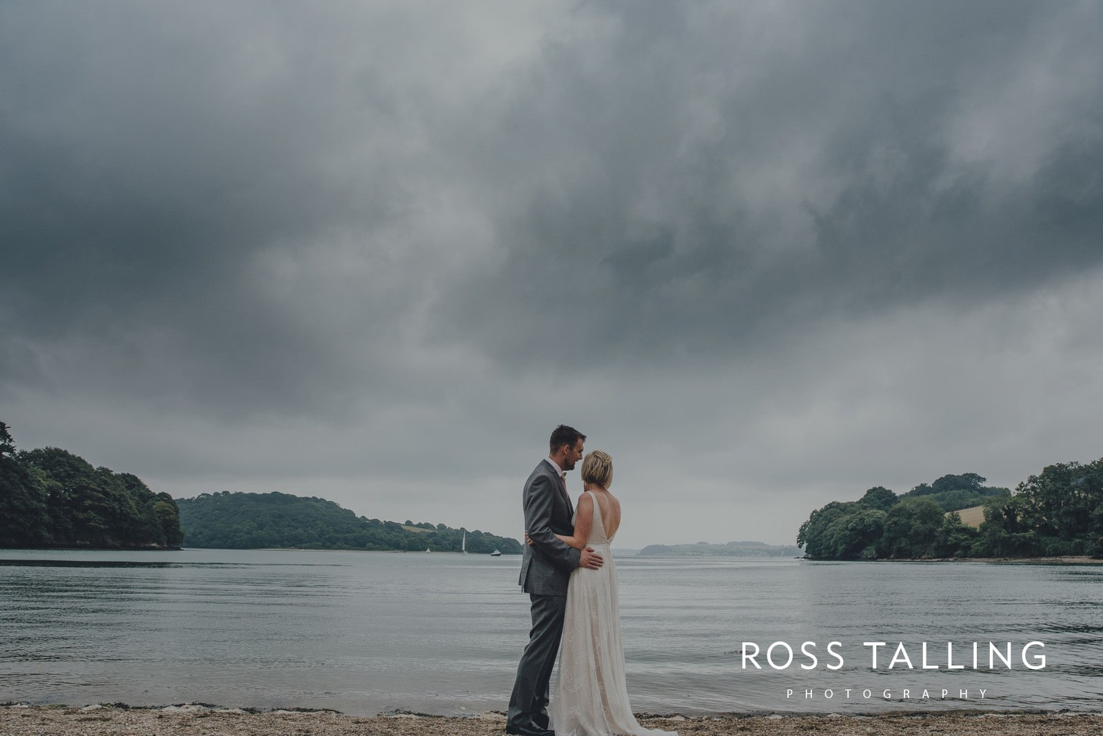 fran-nicks-trelissick-gardens-wedding-photography_0078