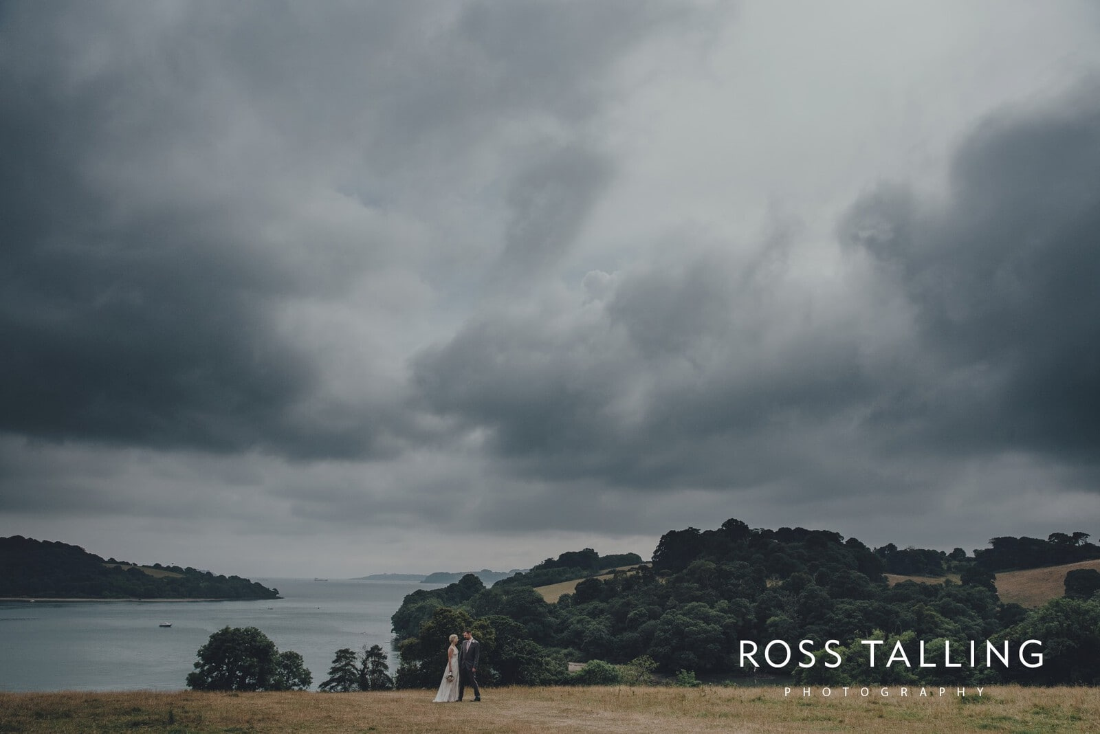 fran-nicks-trelissick-gardens-wedding-photography_0063