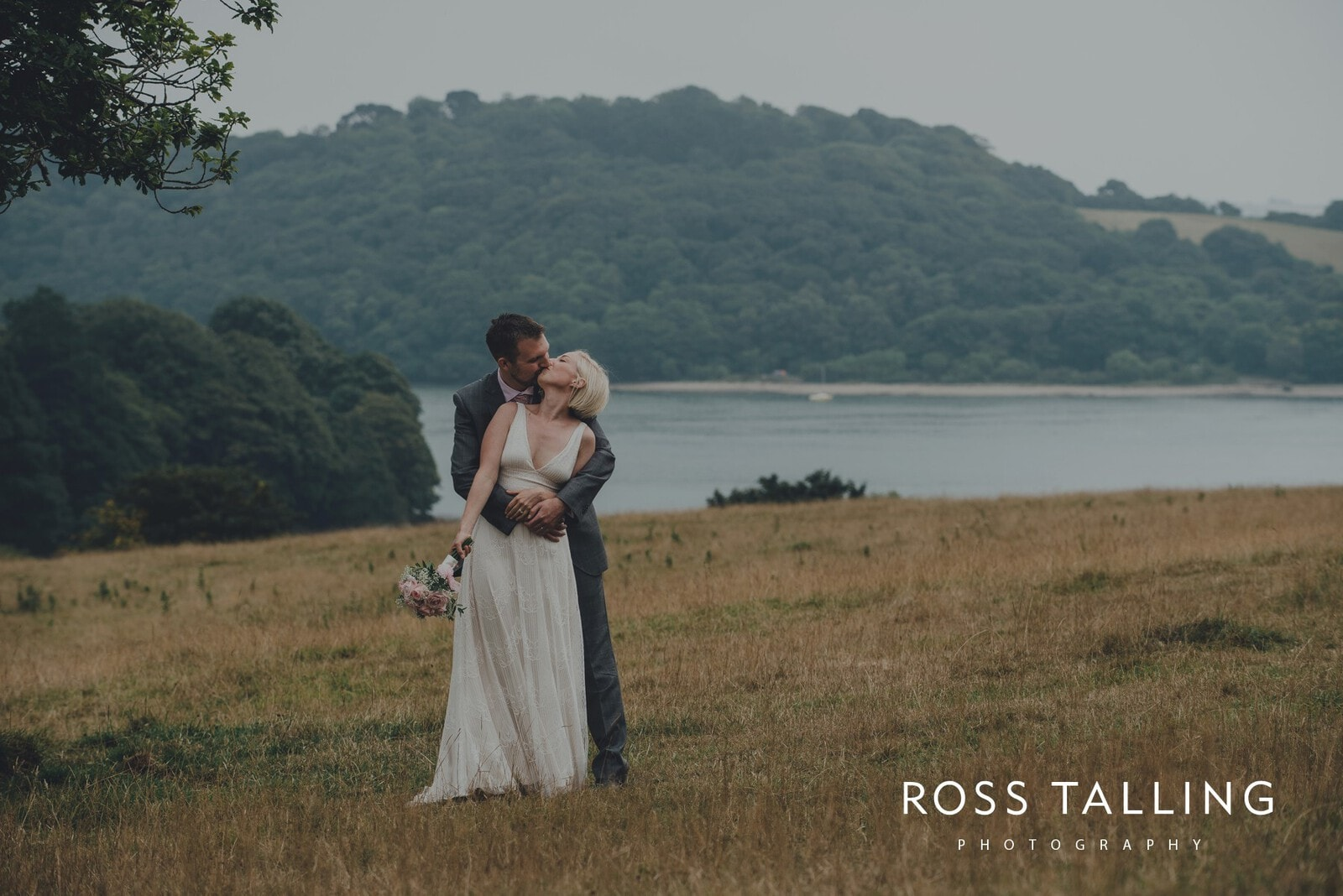 fran-nicks-trelissick-gardens-wedding-photography_0061