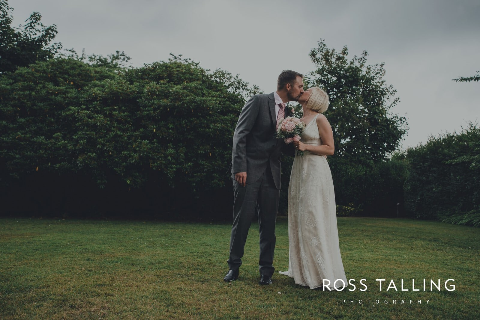 fran-nicks-trelissick-gardens-wedding-photography_0045