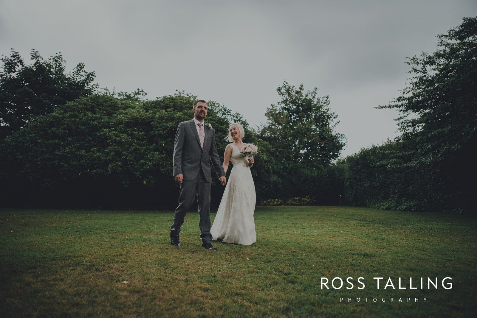 fran-nicks-trelissick-gardens-wedding-photography_0044