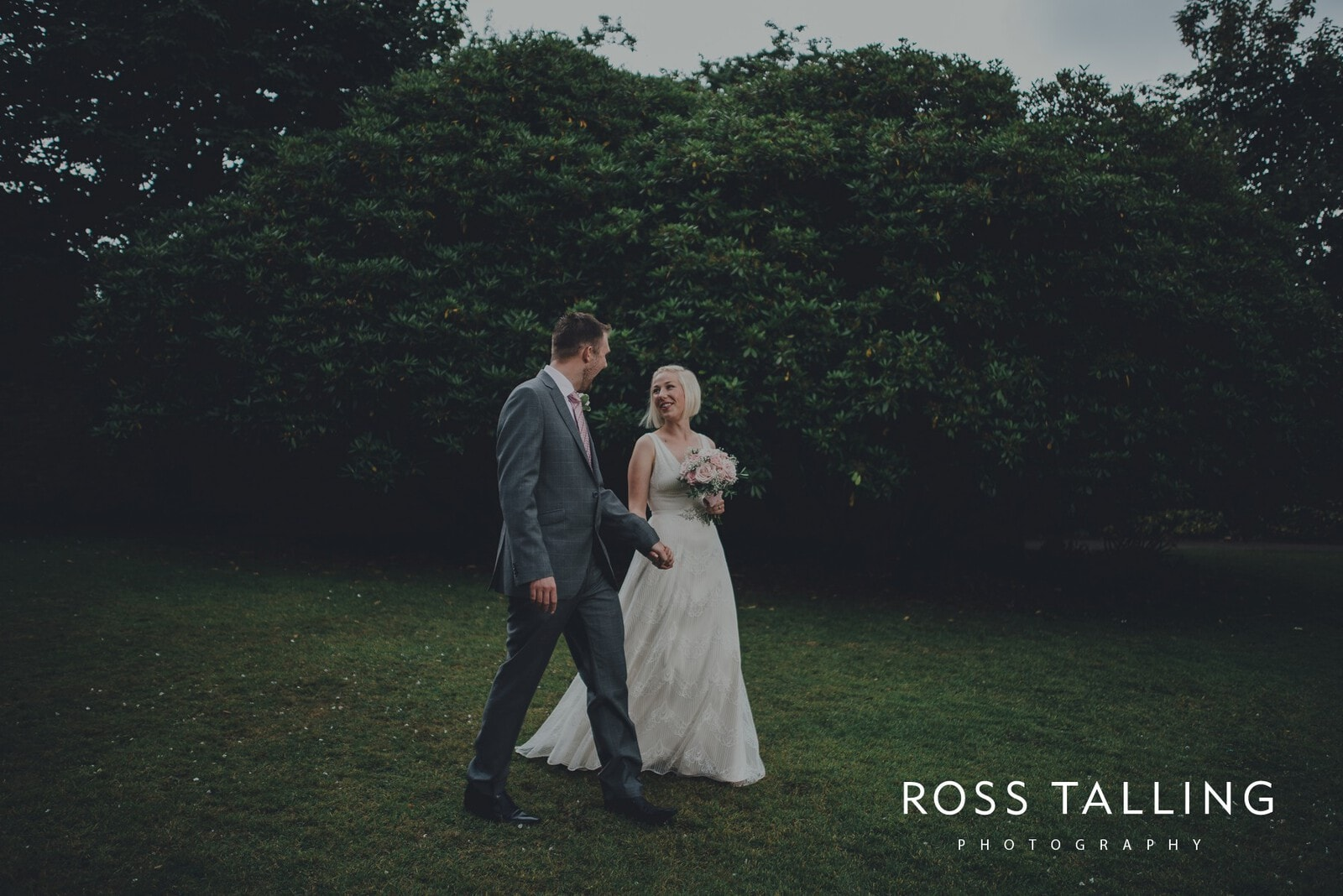 fran-nicks-trelissick-gardens-wedding-photography_0043
