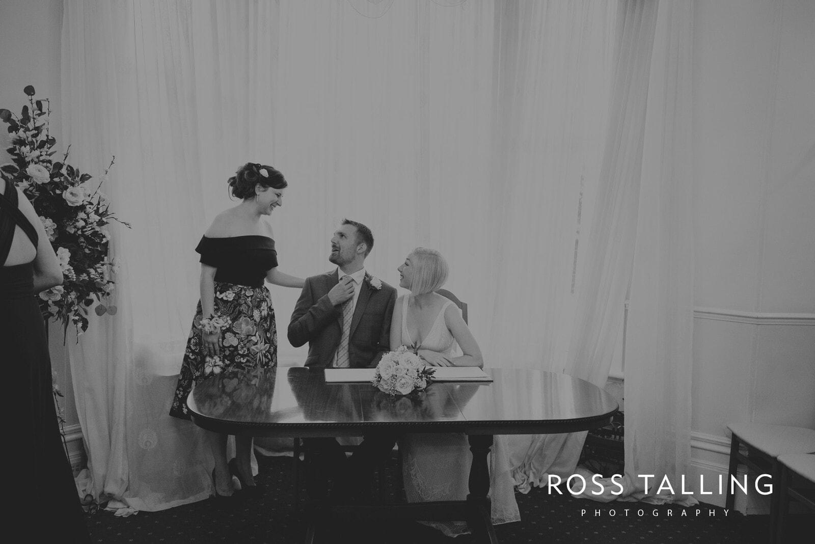 fran-nicks-trelissick-gardens-wedding-photography_0039
