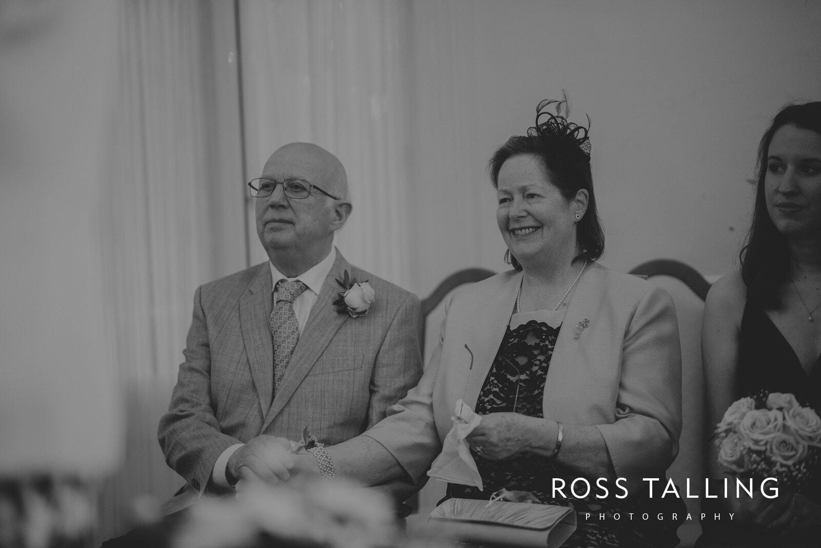 fran-nicks-trelissick-gardens-wedding-photography_0024
