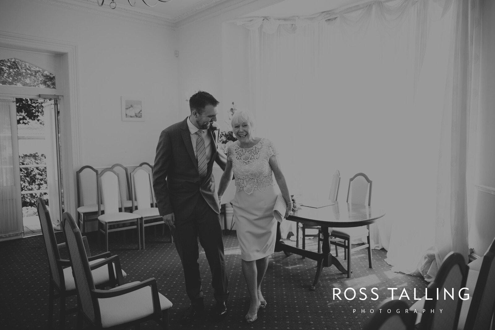 fran-nicks-trelissick-gardens-wedding-photography_0007