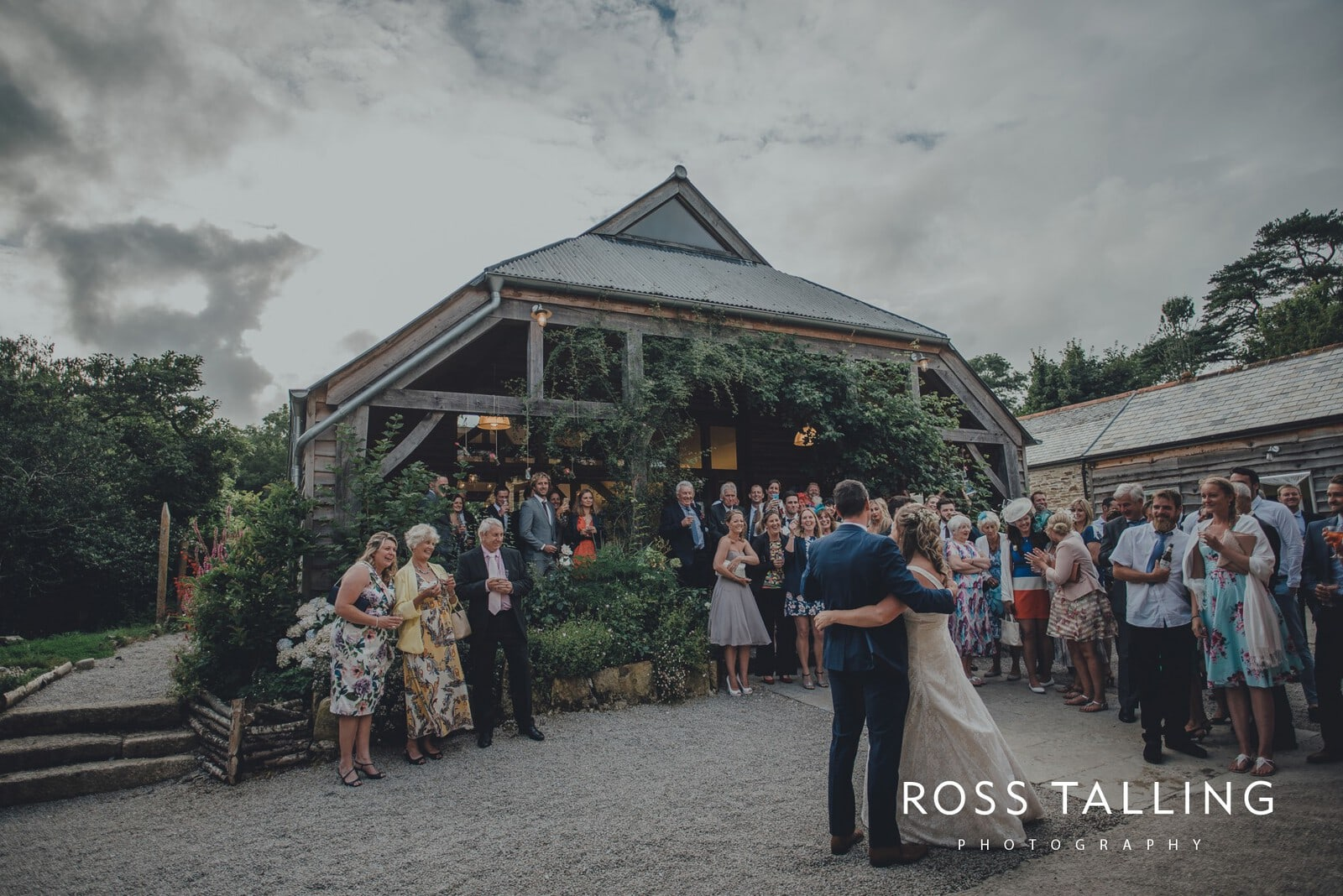 nigel-lauras-nancarrow-farm-wedding-photography_0171
