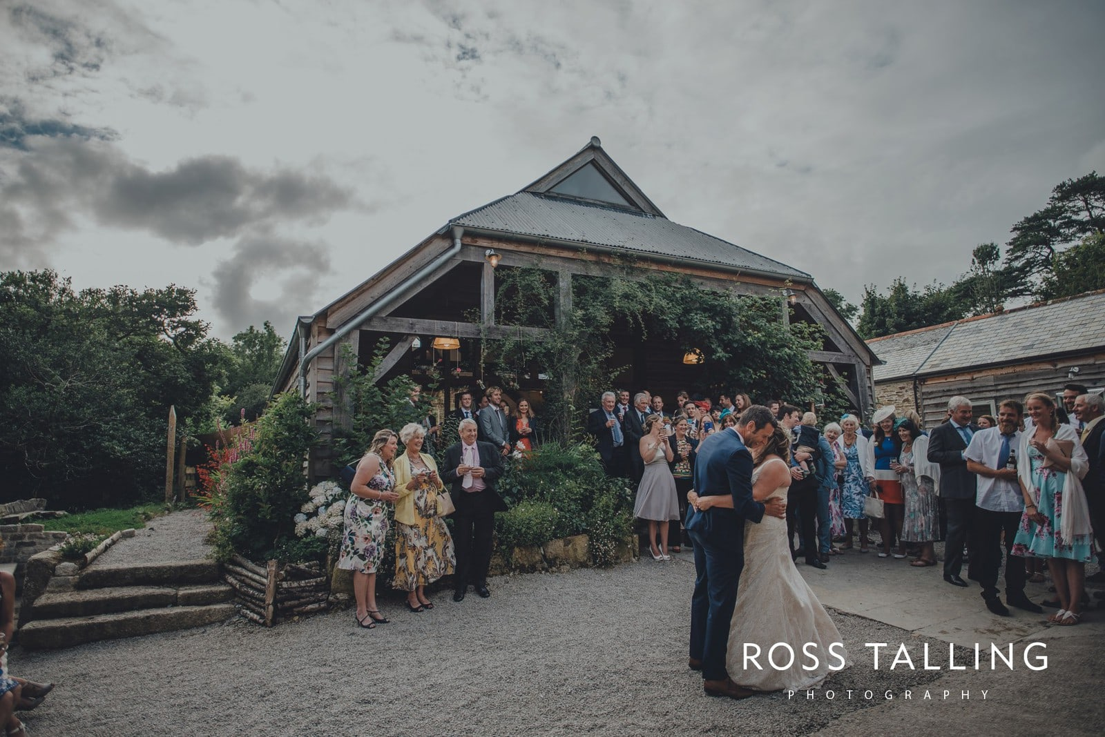 nigel-lauras-nancarrow-farm-wedding-photography_0169