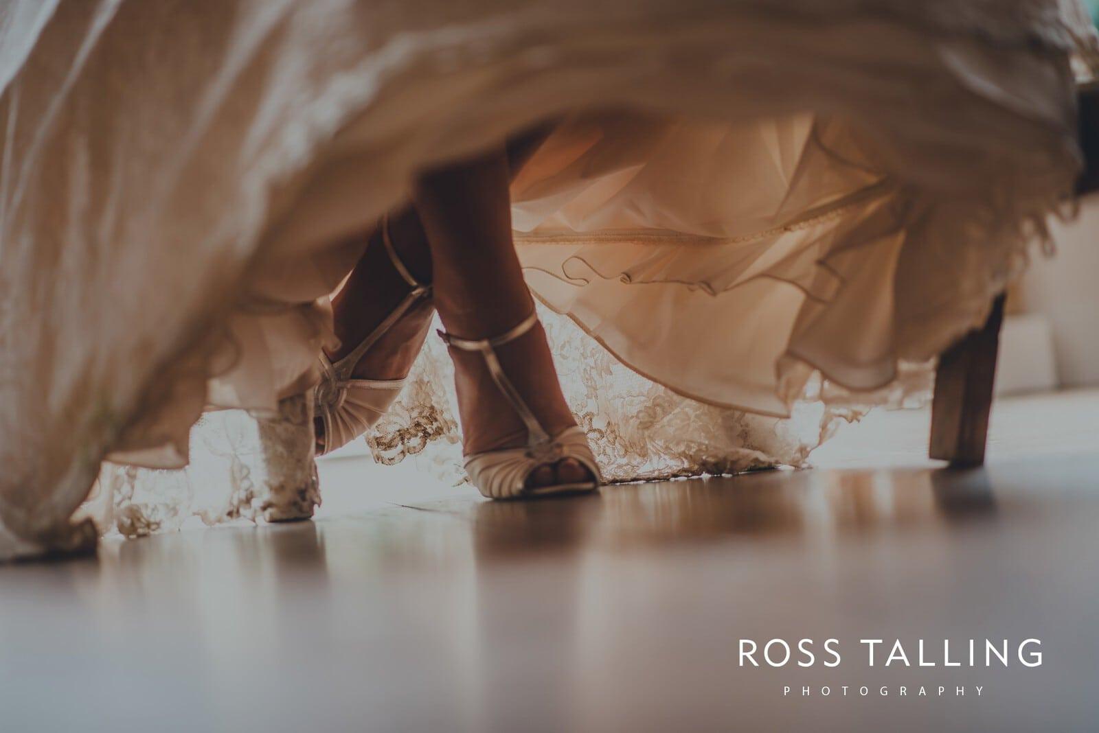 nigel-lauras-nancarrow-farm-wedding-photography_0116