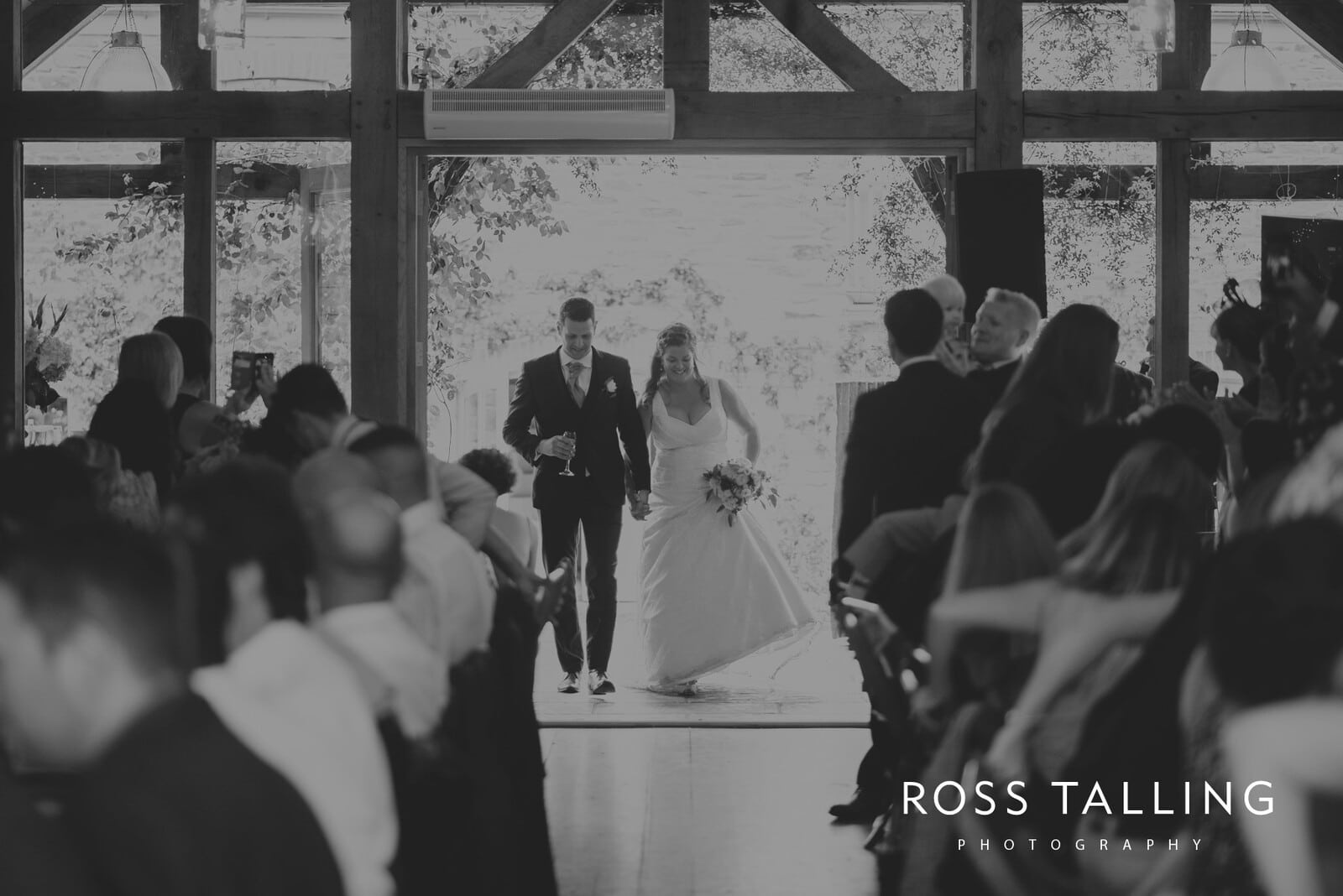 nigel-lauras-nancarrow-farm-wedding-photography_0105