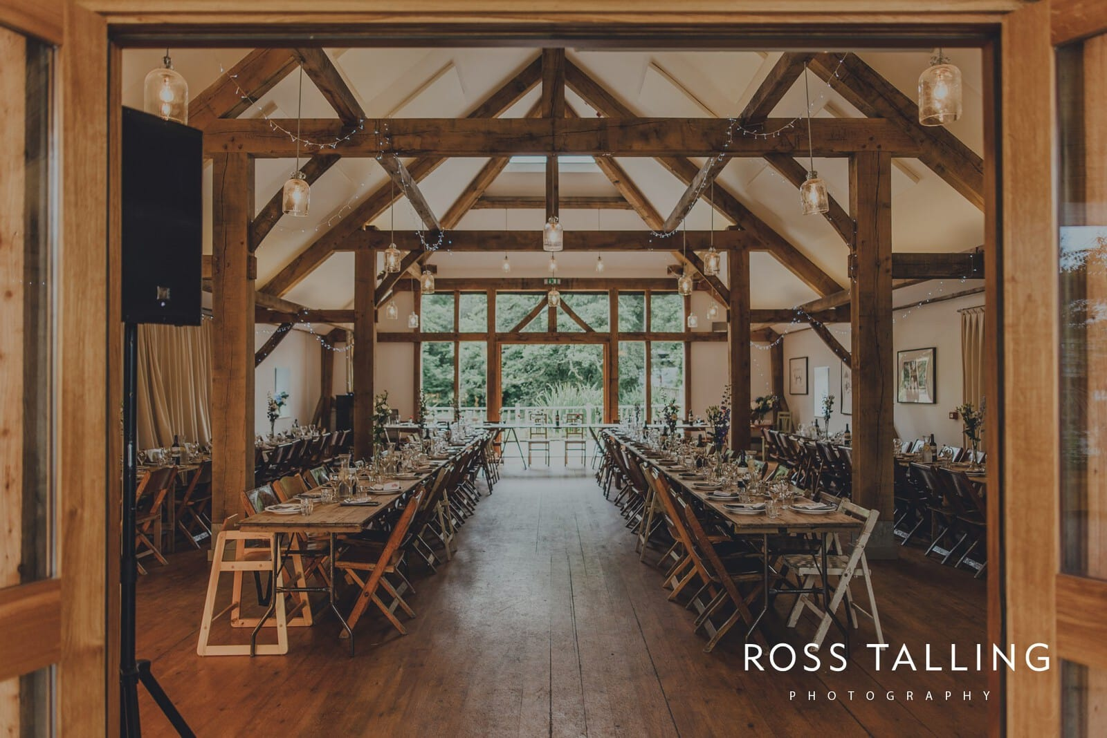 nigel-lauras-nancarrow-farm-wedding-photography_0100