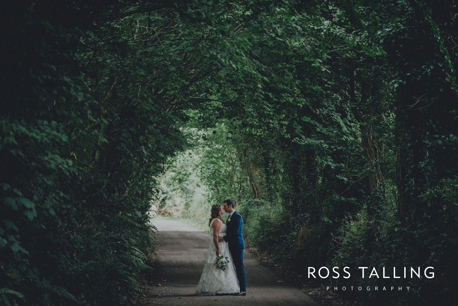nigel-lauras-nancarrow-farm-wedding-photography_0094