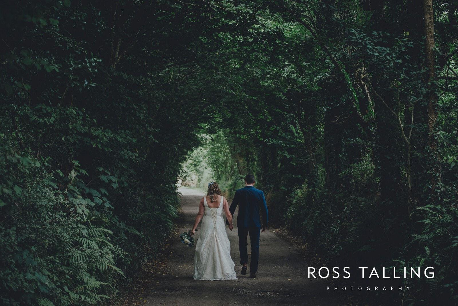 nigel-lauras-nancarrow-farm-wedding-photography_0092