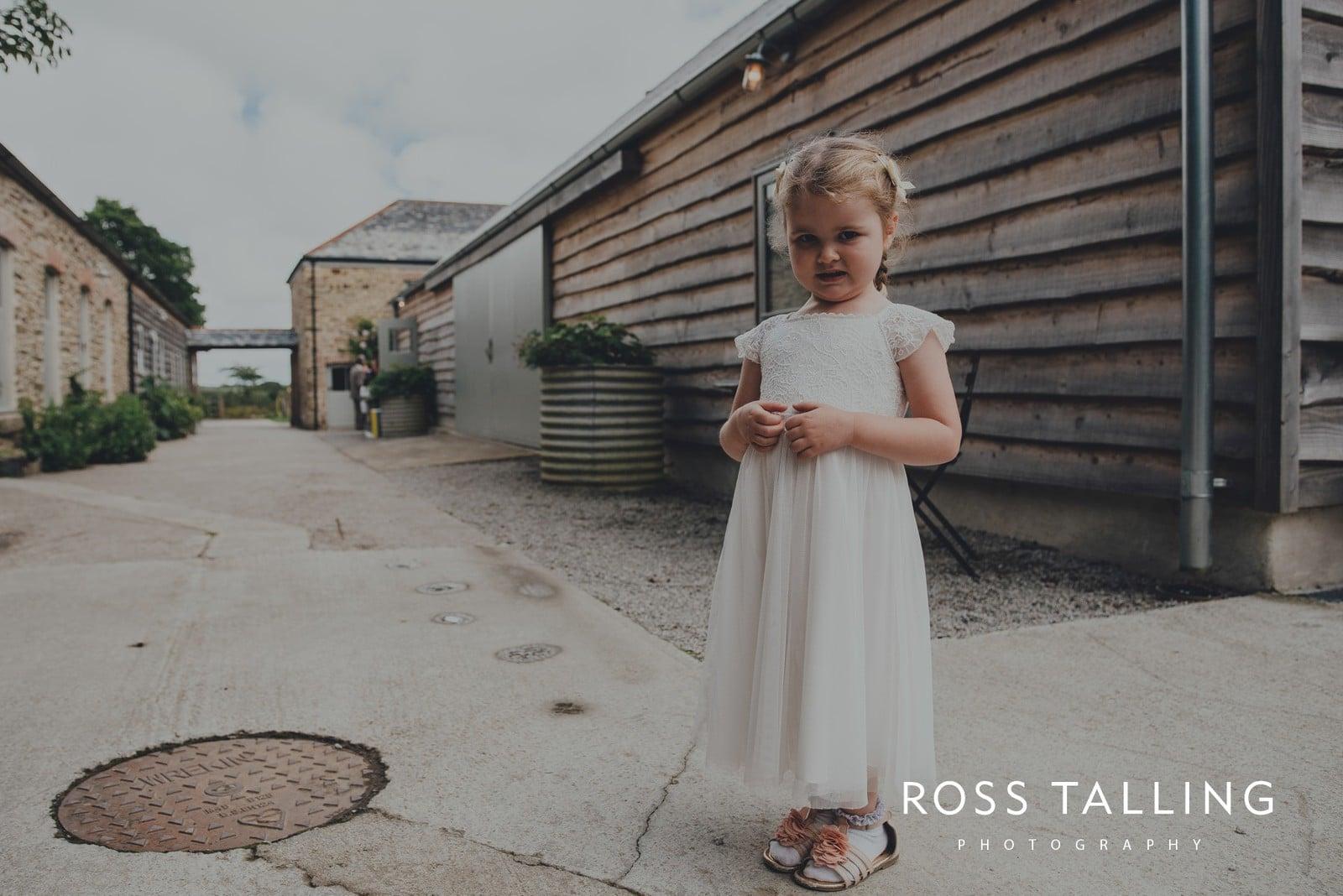 nigel-lauras-nancarrow-farm-wedding-photography_0081