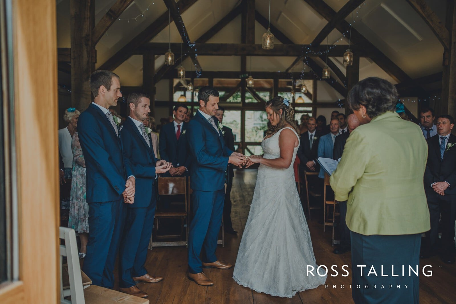 nigel-lauras-nancarrow-farm-wedding-photography_0051