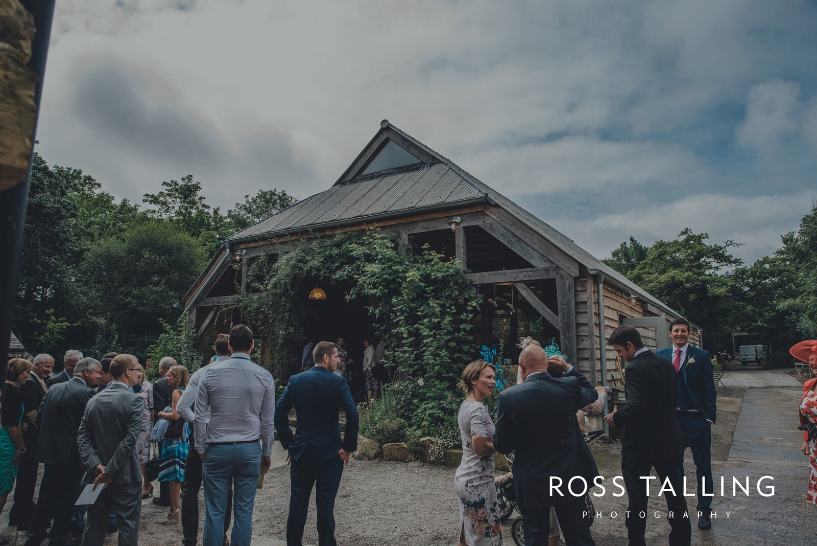 nigel-lauras-nancarrow-farm-wedding-photography_0026