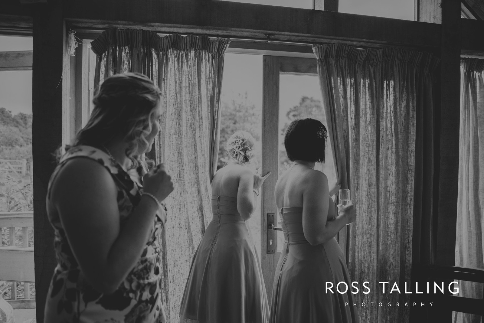 nigel-lauras-nancarrow-farm-wedding-photography_0013