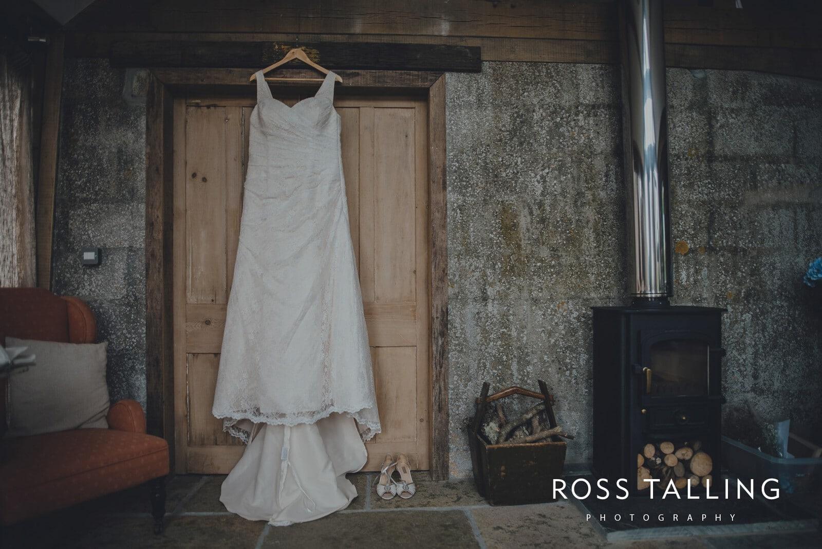 nigel-lauras-nancarrow-farm-wedding-photography_0001