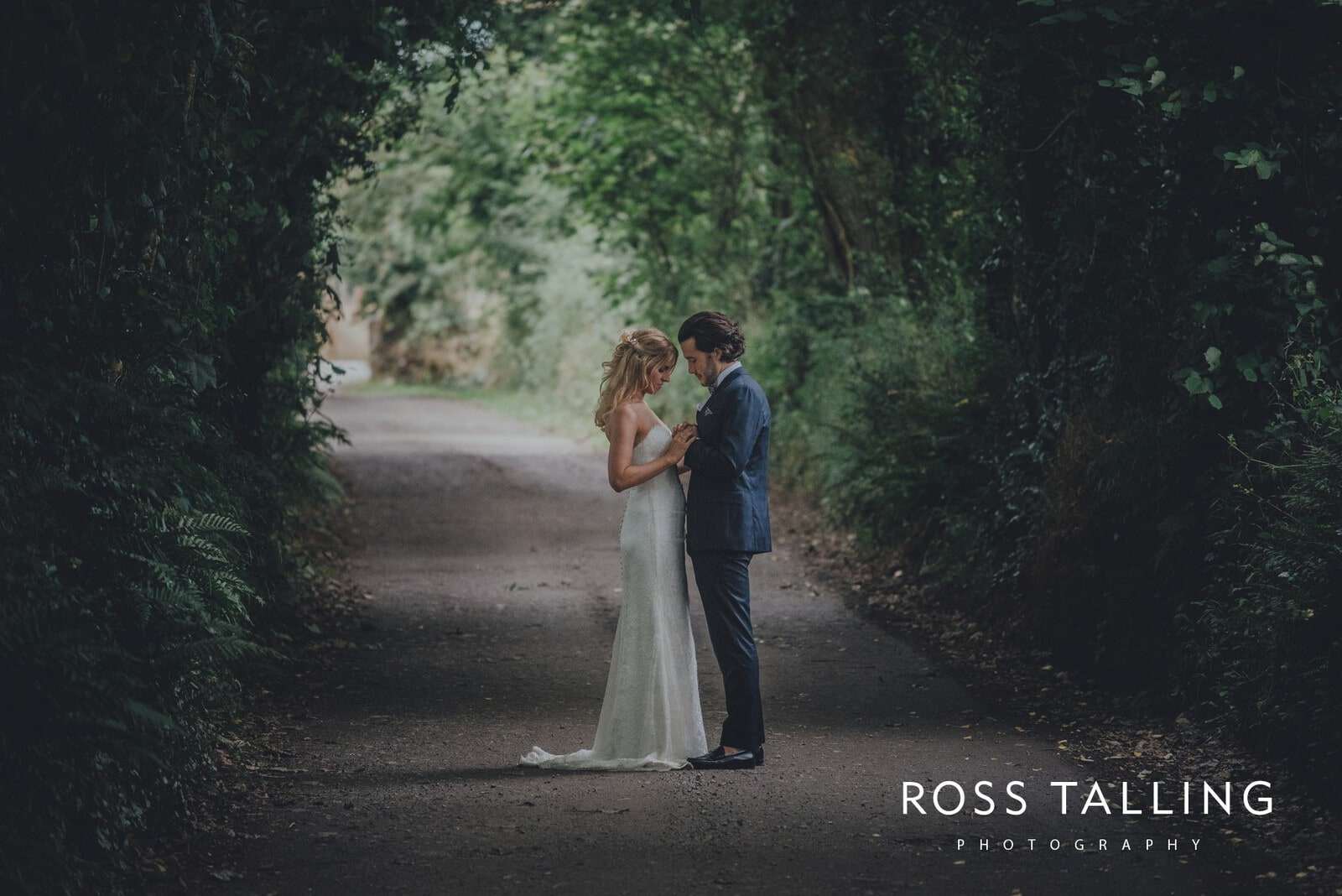 jack-caros-nancarrow-farm-wedding-photography_0239