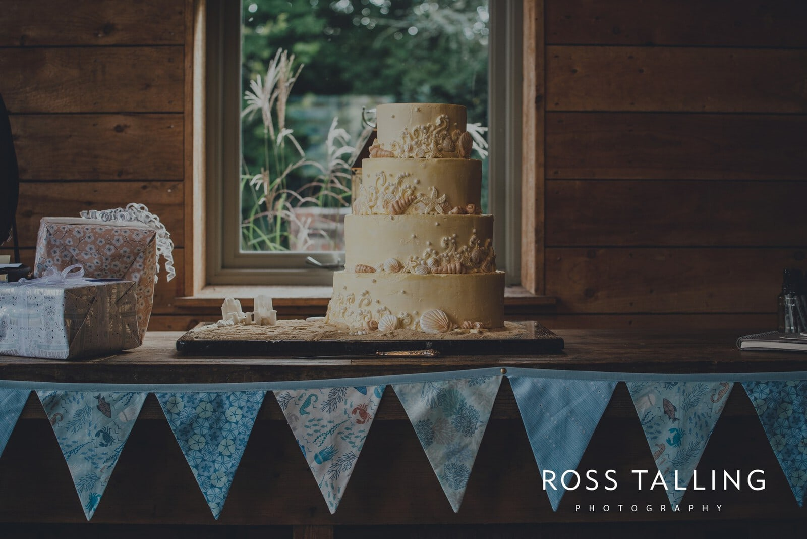 freya-jamies-nancarrow-farm-wedding-photography-cornwall_0148