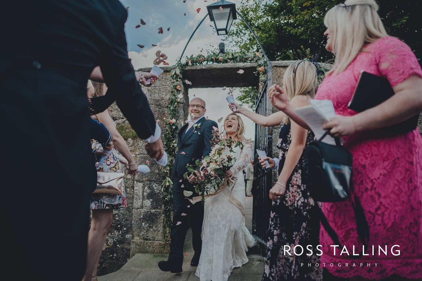 freya-jamies-nancarrow-farm-wedding-photography-cornwall_0127