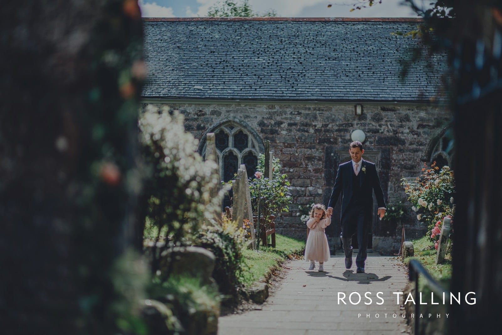 freya-jamies-nancarrow-farm-wedding-photography-cornwall_0070