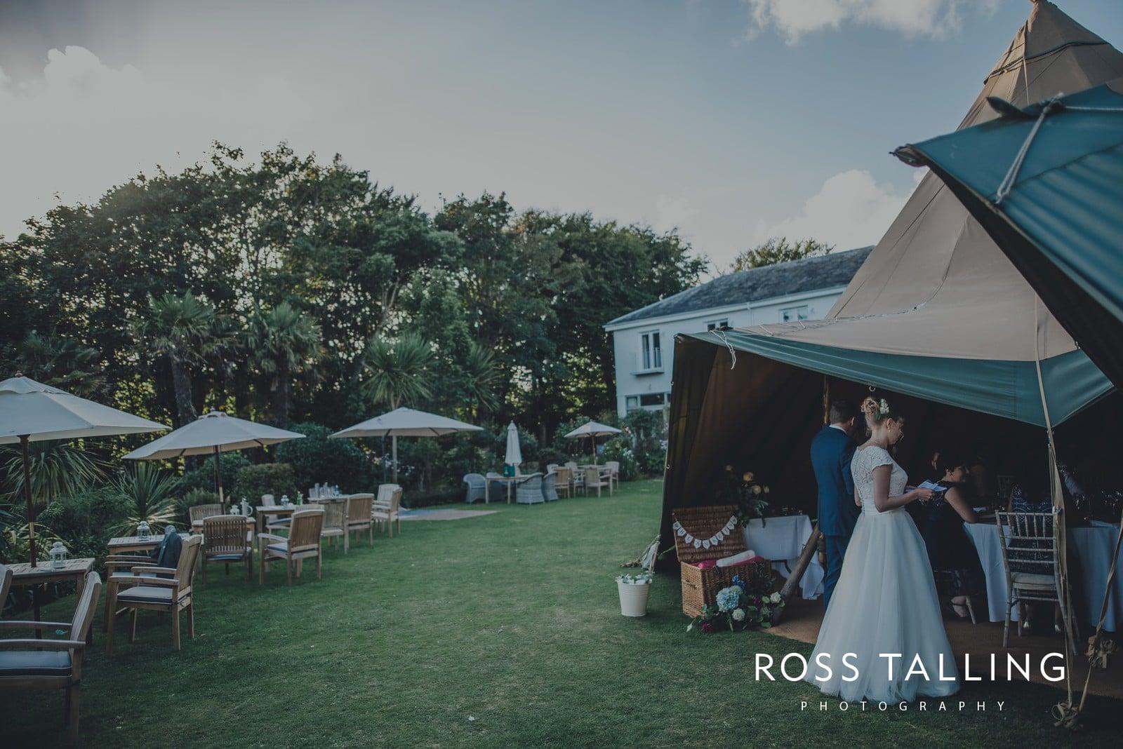 laura-matts-rosevine-hotel-wedding-photography-cornwall_0155