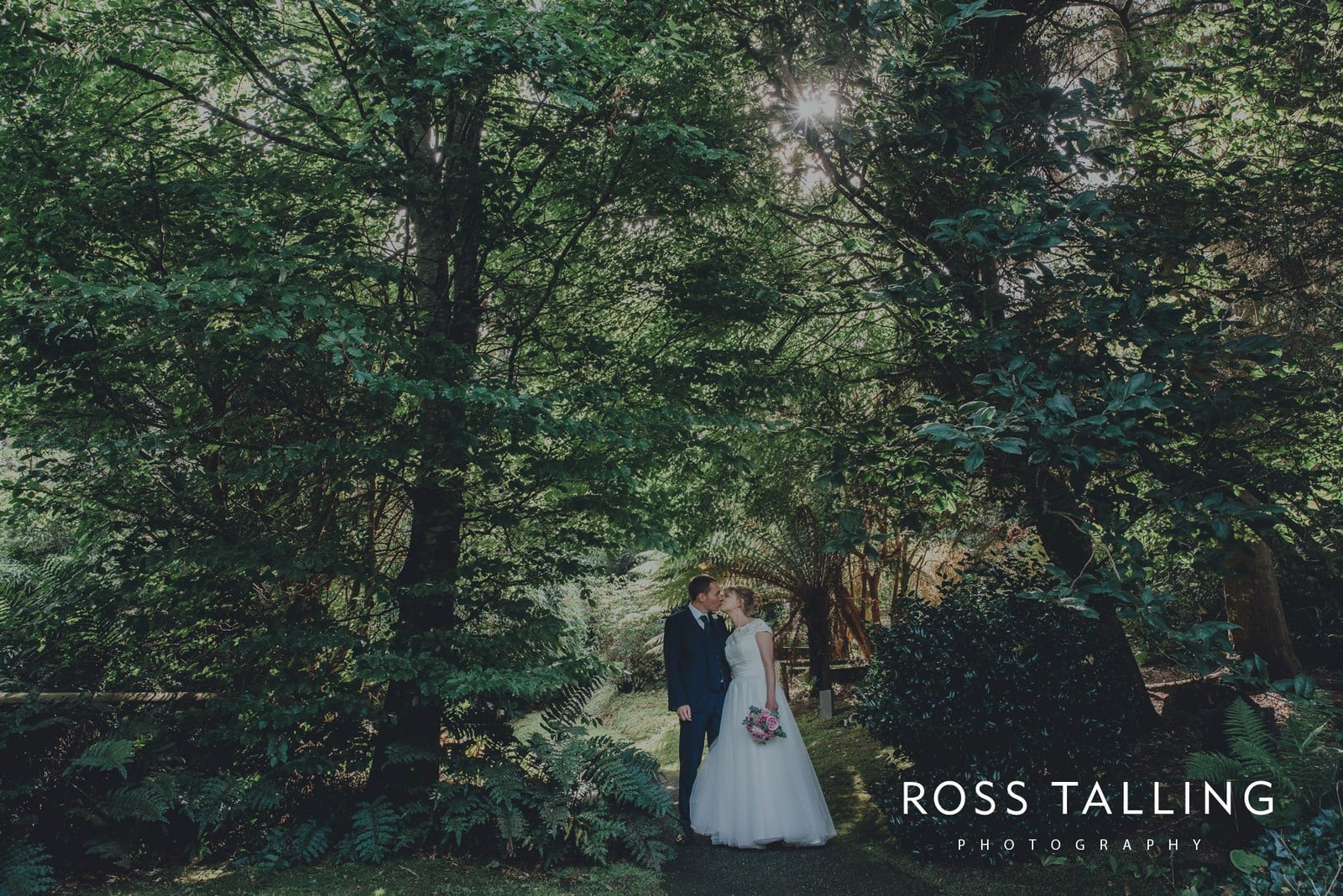 laura-matts-rosevine-hotel-wedding-photography-cornwall_0103