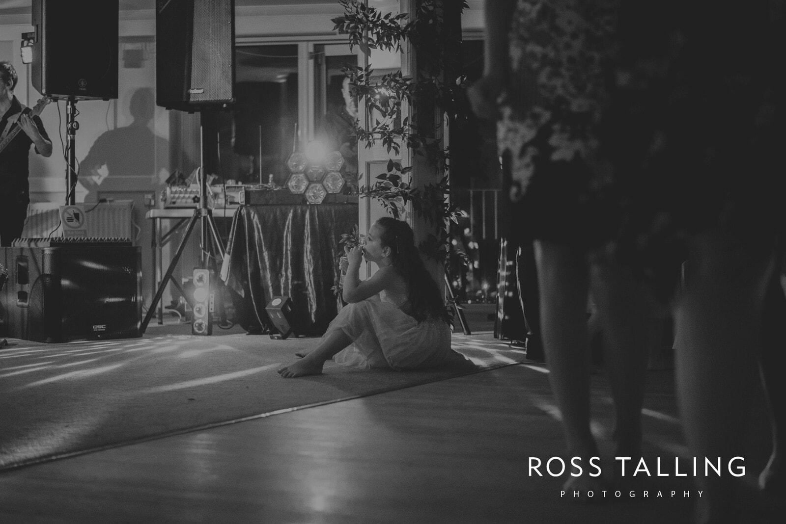 lorrie-gareths-wedding-photography-cornwall_0177