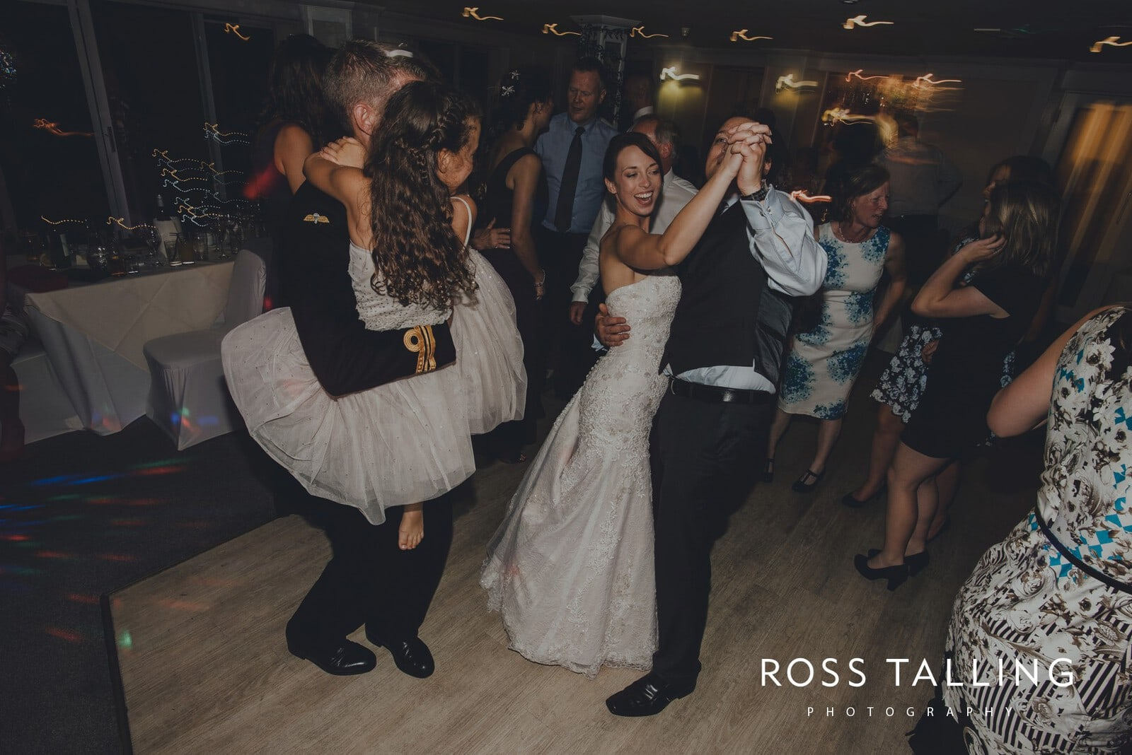 lorrie-gareths-wedding-photography-cornwall_0175