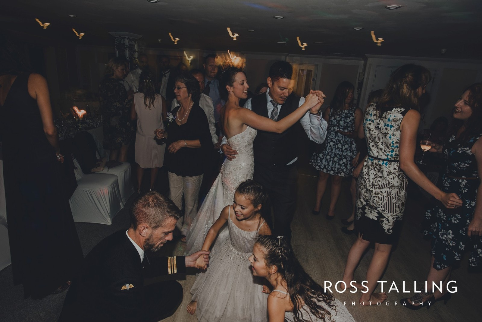 lorrie-gareths-wedding-photography-cornwall_0174