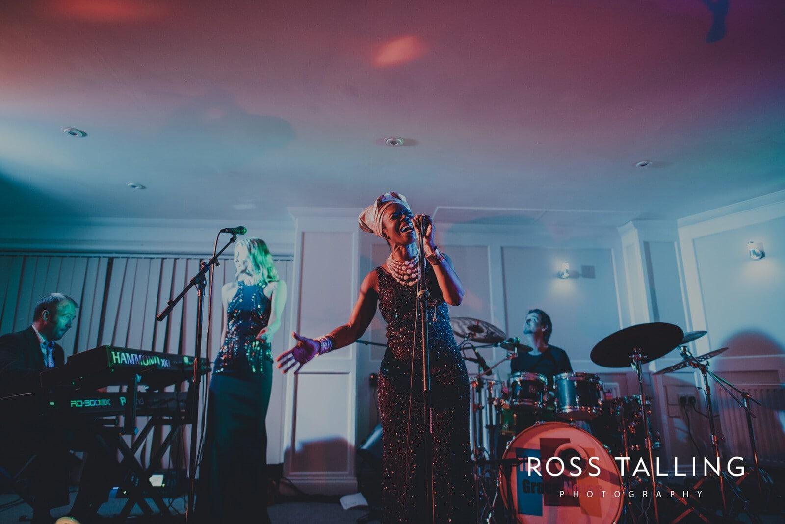 lorrie-gareths-wedding-photography-cornwall_0171
