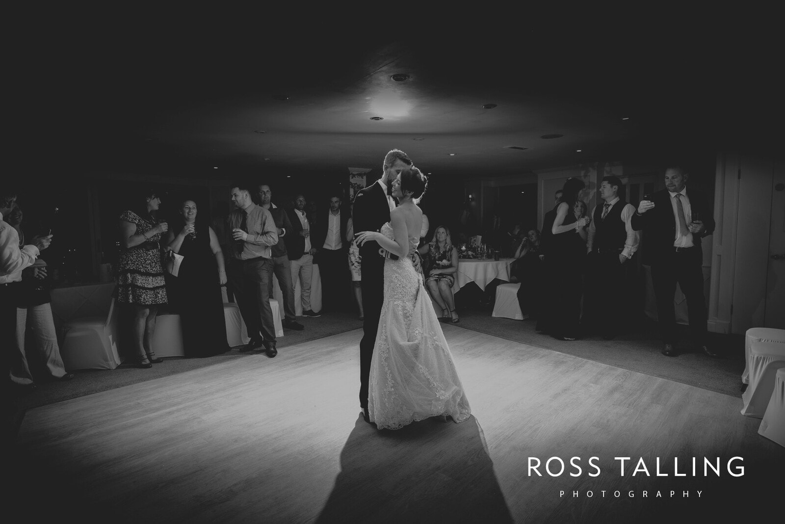 lorrie-gareths-wedding-photography-cornwall_0157